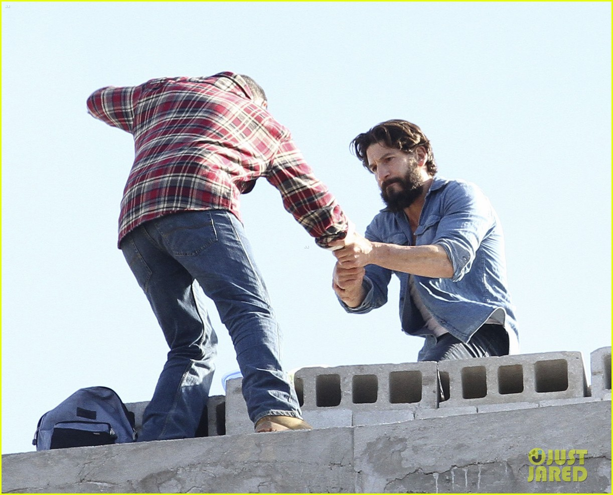 52201452 Jon Bernthal doing his own stunts for his upcoming Netflix series 'The Punisher' in Brooklyn's Green Point area on October 12, 2016. The actor can be seen on the ledge of a seven-story building alongside his costar Lucca De Oliveira. FameFlynet, Inc - Beverly Hills, CA, USA - +1 (310) 505-9876