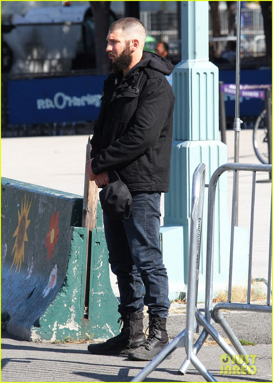 52208035 Actor Jon Bernthal is spotted with a shaved head and bushy beard while playing Frank Castle/Punisher for his stand-alone tv series as the title role character for Netflix in New York City, New York on October 19, 2016. FameFlynet, Inc - Beverly Hills, CA, USA - +1 (310) 505-9876